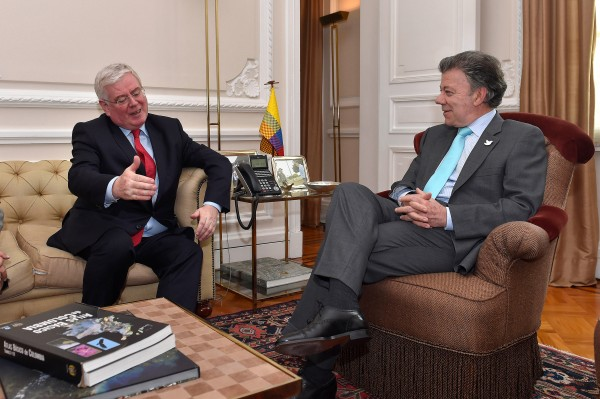 Eamon Gilmore and President Santos